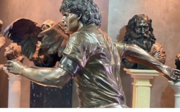 Allo stadio ci saranno due statue di Maradona: i dettagli