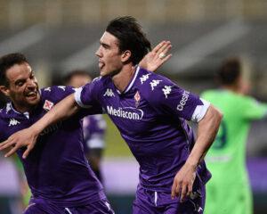 Doppio Vlahovic: la Lazio allontana la Champions, Viola salvezza vicina