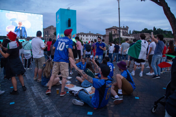 Allarme autobomba prima di Italia-Svizzera: strade bloccate, intervengono le forze dell'ordine