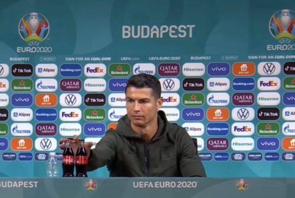 Ronaldo sposta la Coca Cola in conferenza stampa, cala il titolo della bevanda in borsa: persi quattro miliardi di dollari