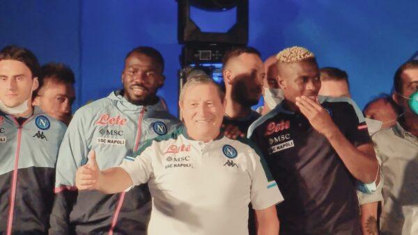 VIDEO | Le facce dei calciatori del Napoli mentre balla Tommaso Starace 🤣