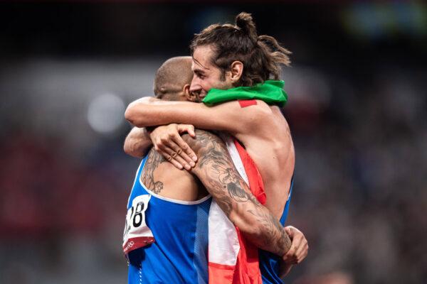 Il Napoli celebra le medaglie d'oro di Jacobs e Tamberi a Tokyo