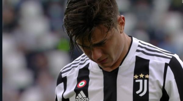 Tegola per la Juventus, infortunio in campo: Dybala esce il lacrime