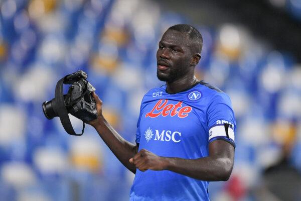 FOTO - Gli scatti di Koulibaly ai tifosi in festa subito dopo il gol-vittoria segnato alla Juve