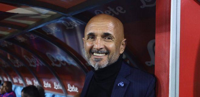 19th May 2019, Stadio San Paolo, Naples, Italy; Serie A football, Napoli versus Inter Milan; Luciano Spalletti of Inter smiling from the dugout PUBLICATIONxINxGERxSUIxAUTxHUNxSWExNORxDENxFINxONLY ActionPlus12136509 AlessandroxGarofalo
