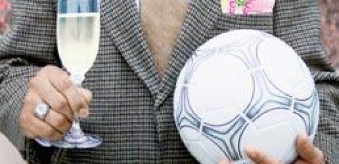 calcio-soldi_CORBIS_258